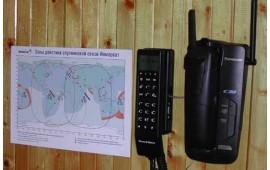 Спутниковый телефон в купе начальника поезда. Спутниковый телефон работает совместно с комнатным радиотелефоном Panasonic